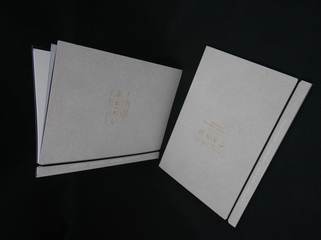 Brochure avec élastique sur carton Brut
